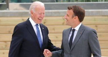 مكالمة هاتفية بين ماكرون وبايدن تٌعيد الدفء للعلاقات بين باريس وواشنطن
