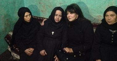 بالصور.. هالة صدقى تزور أهالى ضحايا عملية داعش الإجرامية بالمنيا