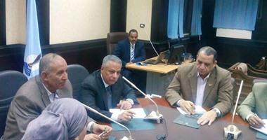 وزير التعليم فى البحر الأحمر يصدق على إنشاء 4 ملاعب بمدارس المحافظة