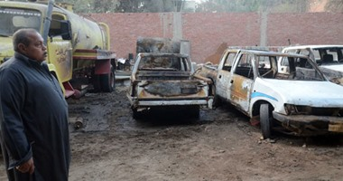 انتداب المعمل الجنائى لرفع الأدلة من موقع حريق جراج أبو قتادة فى الجيزة