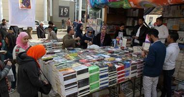 جمهور معرض الكتاب يتفق على مصادرة كتب التطرف ويختلف حول الطريقة