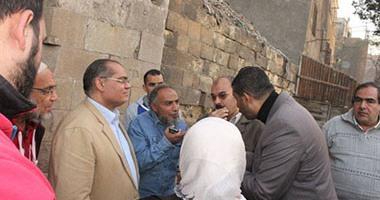 """مدير منطقة القلعة: انهيار سور القرافة المجاور لمسجد """"الأنسى"""""""
