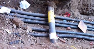 مرور القاهرة يستكمل أعمال حفر كابلات كهربائية بشوارع وسط البلد