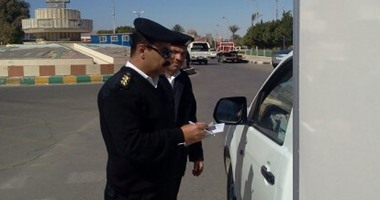 المرور تواجه الفوضى وتحرر 352 مخالفة متنوعة بقطاع أكتوبر
