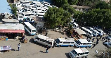 قارئ يشكو عشوائية موقف ميكروباص وانتشار الباعة بشارع 7 فى المعادى