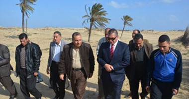 بالصور .. محافظ كفر الشيخ يتفقد مشروع الرمال السوداء بالبرلس