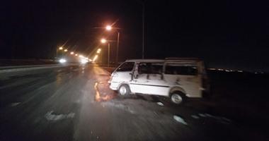 إصابة 8 أشخاص فى حادث انقلاب ميكروباص بطريق الضبعة بأوسيم