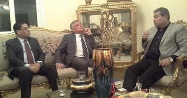 ننفرد بنشر أول صور للقاء توفيق عكاشة بالسفير الإسرائيلى فى منزله بالقاهرة