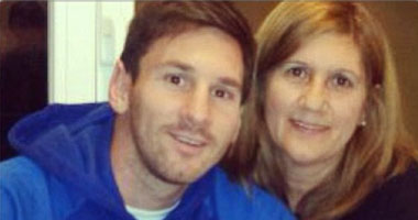 ليونيل ميسى مع والدته