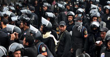 جنود الأمن المركزى بالبحيرة يقطعون الطريق احتجاجاً مقتل زميلهم