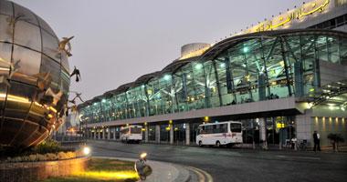 المطار يستقبل 70 مصريا فى أول رحلة للعائدين من ليبيا عن طريق الجزائر