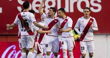 مشجع رايو فاليكانو يظهر عاريا فى مباراة فريقه بكأس إسبانيا
