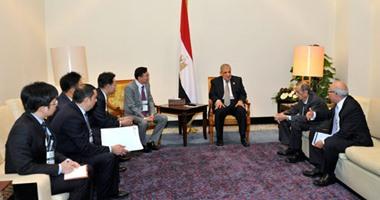 الرئيس التنفيذى لسامسونج يلتقى محلب ويؤكد: استثمارات جديدة بمليار دولار