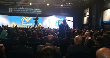 توافد الوزراء على قاعة المؤتمرات استعدادًا لكلمة إبراهيم محلب