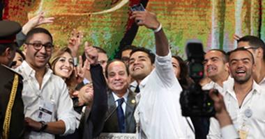 بالفيديو.. أشهر «سيلفى» زعماء العالم.. صورة الرئيس السيسى بالمؤتمر الاقتصادى تنافس «Selfie» أوباما وبوتين وملكة بريطانية على مواقع التواصل الاجتماعى.. ونشطاء: «المصرى يكسب»