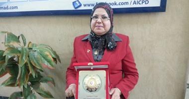 """أول طبيبة صماء فى مصر لـ""""اليوم السابع"""": مارست الطب 20 عاما دون سمع.. الدكتورة فادية: حصلت على 97% بالثانوية.. واستخدمت لغة """"الشفايف"""" للاستماع.. واعتمدت على الأفلام العربى القديمة لاستذكار محاضراتى"""