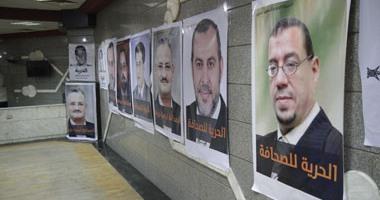 يحيى قلاش يجتمع بأسر صحفىّ الإخوان ويعلن الاستعانة بجهد النقباء السابقين