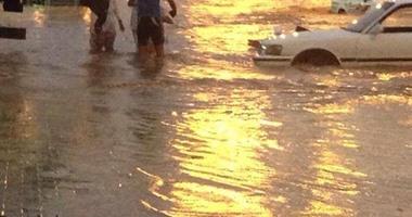 الدفاع المدنى السعودى ينتشل جثة مقيم جرفته السيول بوادى نجران