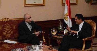 محافظ الإسكندرية يناقش مع قنصل إسبانيا تنفيذ مشروعات للطاقة الشمسية