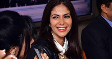 """بالصور.. منى زكى تحتفل باليوم العالمى للمرأة فى ندوة جمعية """"وعى"""""""