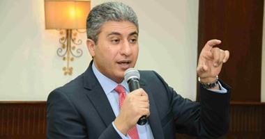 وزير الطيران يتابع أعمال التطوير بمطارى برج العرب والنزهة
