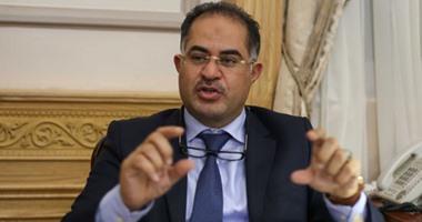 وكيل البرلمان يطالب الحكومة بالتقشف:قللوا الرفاهية والعربيات والمستشارين