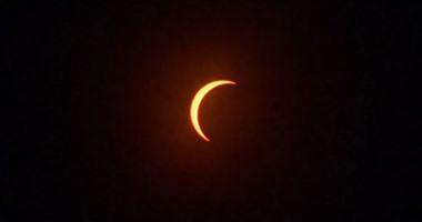 بدء ظاهرة كسوف الشمس فى عدد من الدول منها الإمارات وسيريلانكا