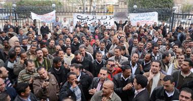 ضباط وأفراد يُغلقون النيل لإقالة