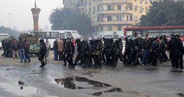 3 سيارات امن مركزى الان فى شارع محمد محمود