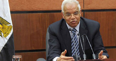 محافظ القاهرة يطالب بإزالة الإشغالات على مداخل ومخارج مترو الأنفاق