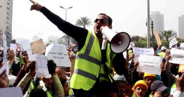 عمال أوراسكوم يطالبون الحكومة والرئيس بالاعتذار لـساويرس