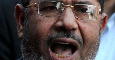 القاضى يرفع الجلسة ويصر على ارتداء مرسى زى الحبس الاحتياطى الأبيض