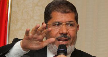 وفد حقوقى: مرسى محتجز خارج القاهرة ولم يتعرض لضغوط خلال التحقيق