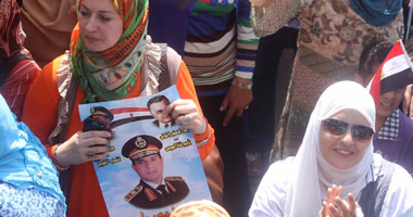 """صور """"السيسى"""" تملأ """"التحرير"""".. وإغلاق الميدان بالحواجز الحديدية"""