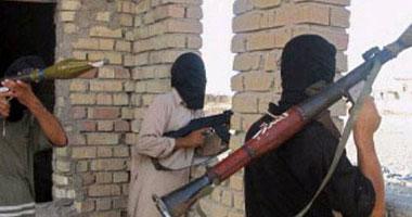مسلحون يعتلون أسطح بنايات داخل مدينة الشيخ زويد - أرشيفية