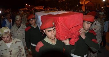 جثمان أحد الشهداء بسيارة القوات المسلحة