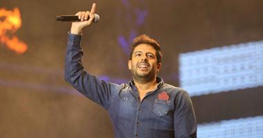 """حماقى ينشر مقطعًا لأغنيته """"نسمة شوق"""" على """"فيس بوك"""" مع دنيا سمير غانم"""