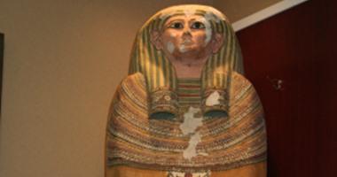 تفاصيل تحقيقات النيابة مع عصابة تهريب غطاء تابوت فرعونى فى تجويف كنبة للكويت