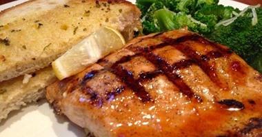 فوائد تناول سمك السلمون على صحة جسمك وبشرتك 420152421545354