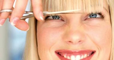 10 عادات خاطئة تضر شعرك.. أهمها إهمال تنظيف الفرشاة والمبالغة فى غسله