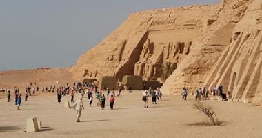 """""""آثار أبو سمبل"""" تخفض أسعار كتب التاريخ والتراث 75% تشجيعًا للسياحة"""