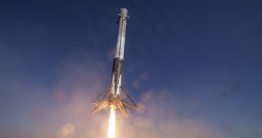 إطلاق صاروخ Falcon 9 وهبوطه للمرة الثامنة بعد توصيل 60 قمراً صناعياً