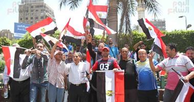 بالفيديو والصور.. مواطنون يحتفلون بعيد تحرير سيناء بميدان مصطفى محمود