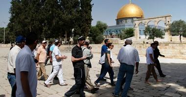 عشرات المستوطنين الإسرائيليين يقتحمون ساحات المسجد الأقصى