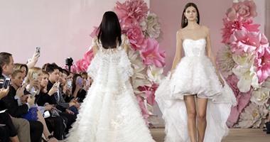 397895734be22 بالصور.. تعرفى على موضة فساتين الزفاف من عروض أزياء نيويورك - اليوم ...