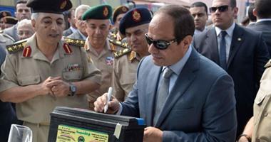صور توقيع السيسى على أول بطارية سيارة مصنعة بالكامل بمكونات وأيدٍ مصرية