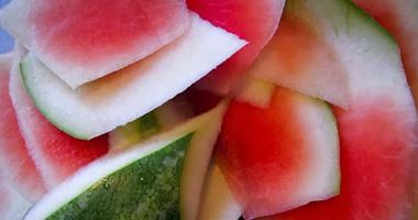 قشر البطيخ منشط جنسى طبيعى ويحارب السرطان ويحمى القلب ويدعم الجهاز المناعى ويقاوم السموم ويخلصك من الوزن الزائد ويزيد القدرة على أداء التمارين الرياضية وممكن يضاف للعصير