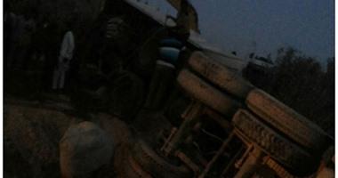 إصابة 12 شخصا فى إنقلاب سيارة ميكروباص بـزراعى البحيرة
