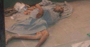"""قراء """"اليوم السابع"""": مسن ملقى على الأرض منذ أيام بشارع الزهراء فى سوهاج"""