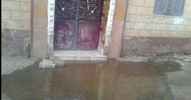 """""""واتساب اليوم السابع"""": بالصور.. قرية قمبش ببنى سويف تغرق فى برك الصرف"""